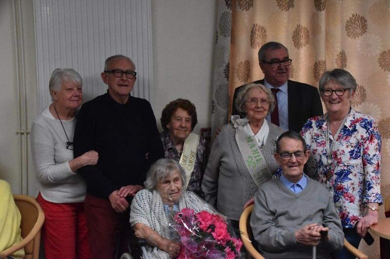 Les 102 ans de Mme Dutertre et bienvenue à l'abbé Quenez